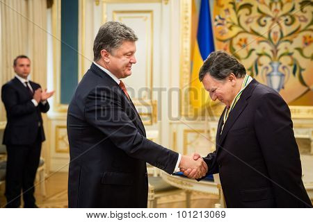 Jose Manuel Barroso And Petro Poroshenko
