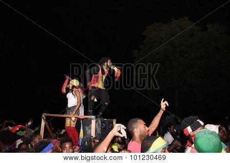 Hip hop singers on platform