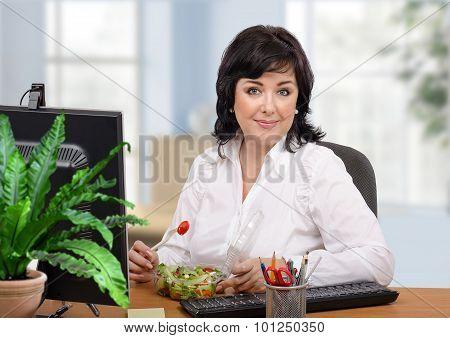Woman prefers fresh takeaway salad
