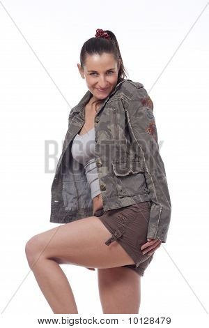 Mujer en Shorts y chaqueta