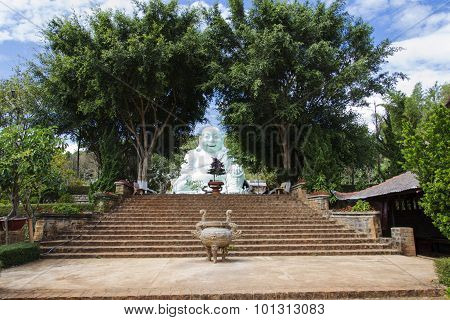 Statue Of Sitting And Smiling Buddha