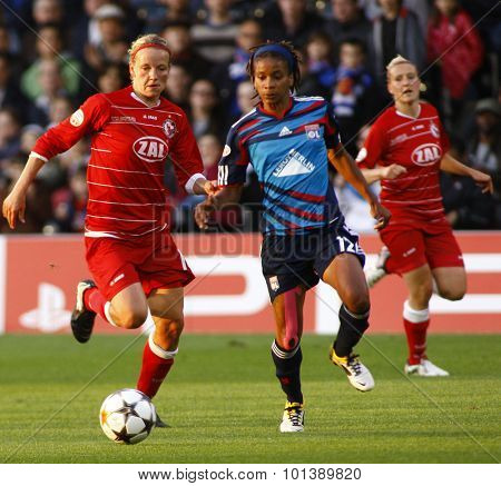 LONDON, ENGLAND. 26 MAY 2011 Potsdam's midfielder Viola Odebrecht and Lyon's forward Elodie Thomis during the 2011UEFA Women's Champions League final between FFC Turbine Potsdam and Olympique Lyonaise