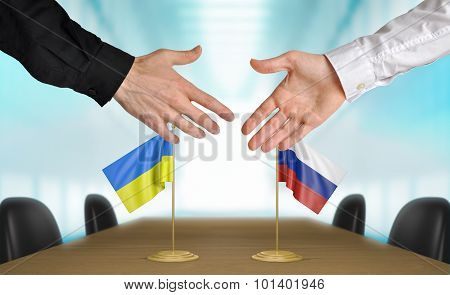Ukraine and Russia diplomats agreeing on a deal