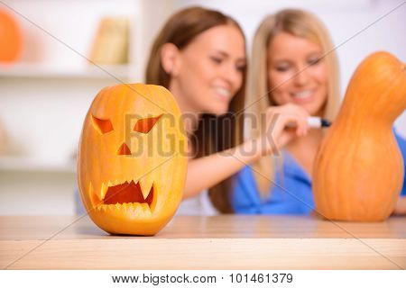 Nice friends craving the pumpkin