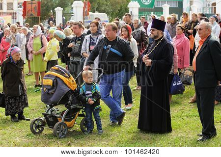 Orel, Russia - September 13, 2015: Orthodox Church Family Day. Crowd Of People With Children And Ort