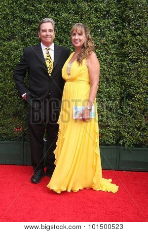 LOS ANGELES - SEP 12:  Beau Bridges, Wendy Bridges at the Primetime Creative Emmy Awards Arrivals at the Microsoft Theater on September 12, 2015 in Los Angeles, CA