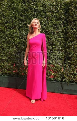 LOS ANGELES - SEP 12:  Beth Littleford at the Primetime Creative Emmy Awards Arrivals at the Microsoft Theater on September 12, 2015 in Los Angeles, CA