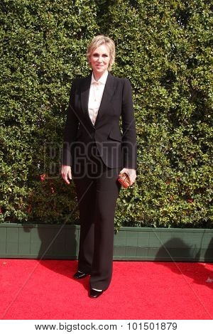 LOS ANGELES - SEP 12:  Jane Lynch at the Primetime Creative Emmy Awards Arrivals at the Microsoft Theater on September 12, 2015 in Los Angeles, CA