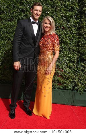vLOS ANGELES - SEP 12:  Brooks Laich, Julianne Hough at the Primetime Creative Emmy Awards Arrivals at the Microsoft Theater on September 12, 2015 in Los Angeles, CA
