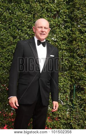 vLOS ANGELES - SEP 12:  Rob Corddry at the Primetime Creative Emmy Awards Arrivals at the Microsoft Theater on September 12, 2015 in Los Angeles, CA