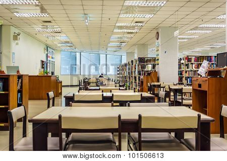 BANGKOK, THAILAND - 10 SEPTEMBER : Row of bookshelves in a public library of Chulalongkorn Universit