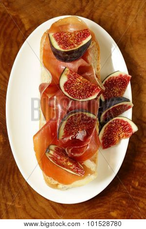 gourmet sandwich with smoked ham (Parma) and sweet figs