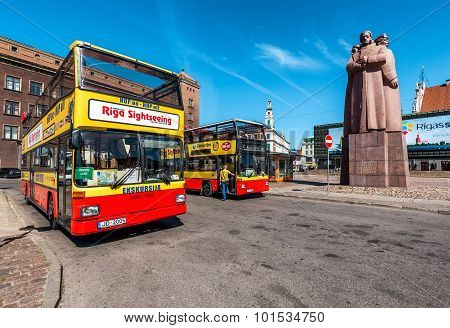 Riga Sightseeing Bus Tour On The Latvian Riflemen Square