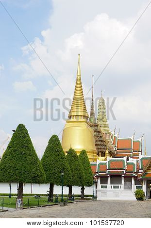 Buddhist Temples In The Grand Palace Area