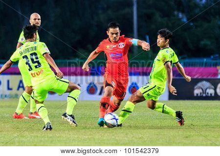 Sisaket Thailand-september 12: Ekkapan Jandakorn Of Sisaket Fc. (orange) In Action During Thai Premi