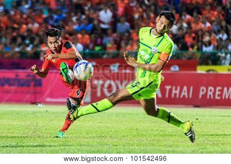 Sisaket Thailand-september 12: Anucha Suksai Of Sisaket Fc. (orange) Shooting Ball During Thai Premi
