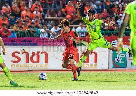 Sisaket Thailand-september 12: Nuttawut Khamrin Of Sisaket Fc. (orange) In Action During Thai Premie