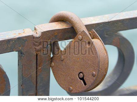 Ritual of affixing padlocks, as symbol of love