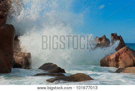 Breaking Big Waves Natural Wonder