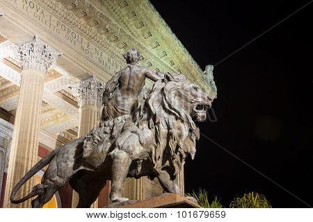 lion statue palermo