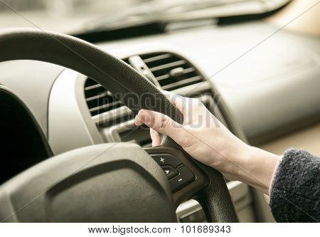 The automobile steering wheel