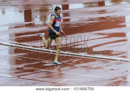 man athlet run 400 meters in the rain