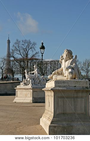 Sculptures In Jardin Des Tuileries (tuileries Garden), Paris, France