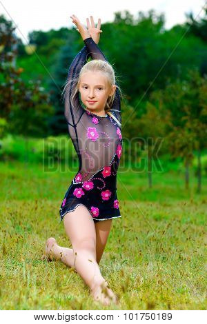 flexible little girl doing gymnastics split