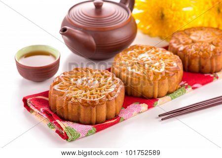 Moon cake and tea
