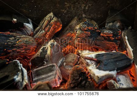 Hot Red, Orange and Black Burning Wood Charcoal Coal for BBQ Par