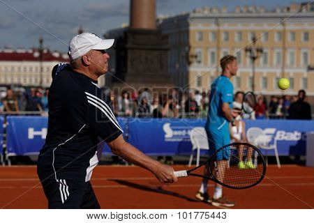 ST. PETERSBURG, RUSSIA - SEPTEMBER 12, 2015: Vice-Governor of St. Petersburg Vladimir Kirillov (left) and professional tennis player Dmitry Tursunov in the exhibition match of St. Petersburg Open