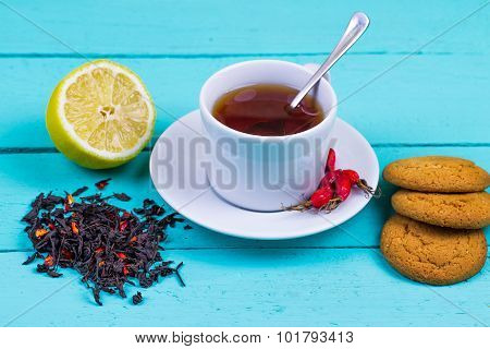 Tea with a dogrose and oatmeal cookies