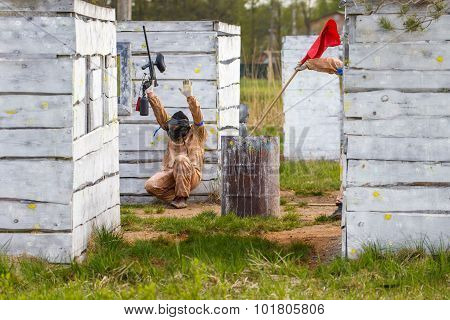 Extreme Capture Of Red Flag In Paintball Game
