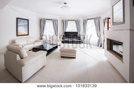 Spacious Bright Modern Salon