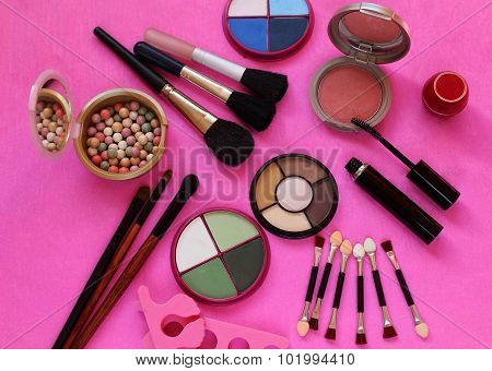 Cosmetics. The composition of eye shadow, brushes, powder, blush, mascara
