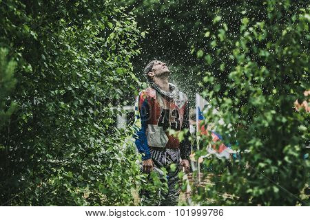 racer Enduro under the spray of water