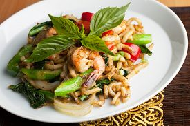 pic of lo mein  - Thai food shrimp stir fry with lo mein noodles Shallow depth of field - JPG