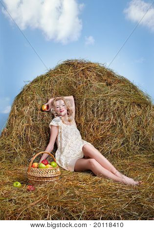 Bauernmädchen auf Heu