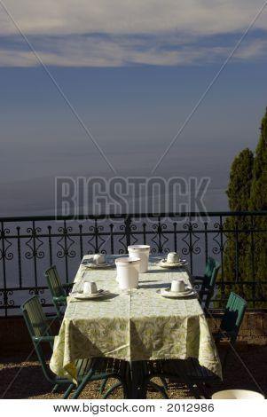 Dining Tabe Sicily