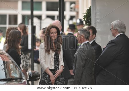 LONDON, ENGLAND - APRIL 28: Kate Middleton (C) arrives with family members at the Goring Hotel on the evening before her wedding to Prince William on April 28, 2011 in London England.