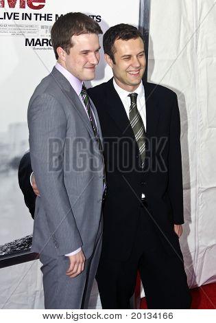 NOVA YORK - 1 de março: Escritor será Ferreira (à esquerda) e o produtor Nick Osborne assistem o filme estréia o