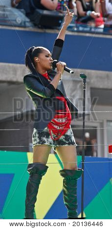 FLUSHING, NY - AUGUST 28: Singer Shontelle performs at Arthur Ashe Kids' Day at the Billie Jean King National Tennis Center on August 28, 2010 in Flushing, New York.