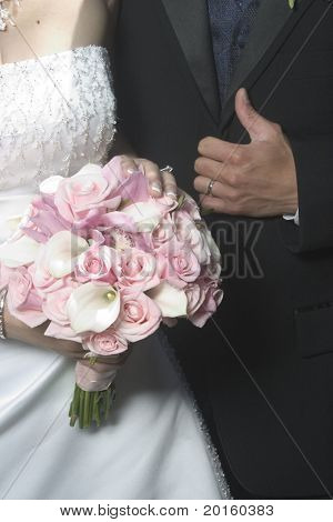 bouquet with bride and groom