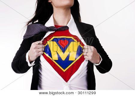 Super mãe começa a lançar roupas revelando uniforme