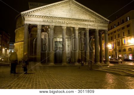 Nightlife At The Pantheon