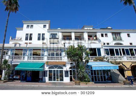 Restaurantes y bares de Puerto de la Duquesa en el sur de España