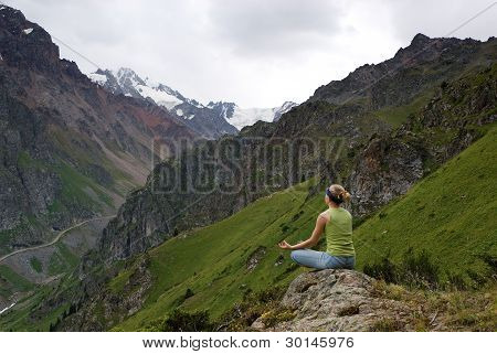 Young girl makes meditation