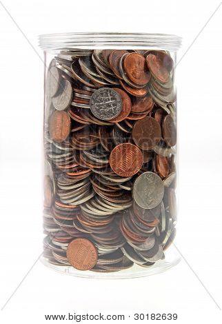 Kunststoff Glas gefüllt mit Kleingeld