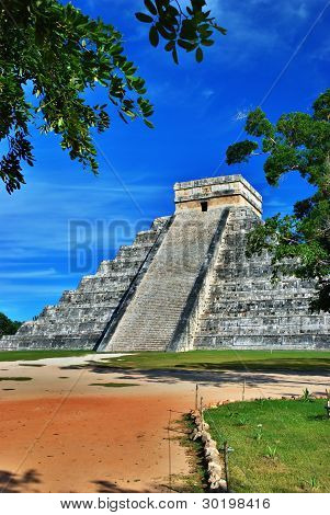 Pyramid Of Kukulcan In Chichen Itza Near Cancun, Mexico