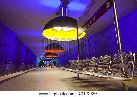 Westfriedhof Subway bahn Station